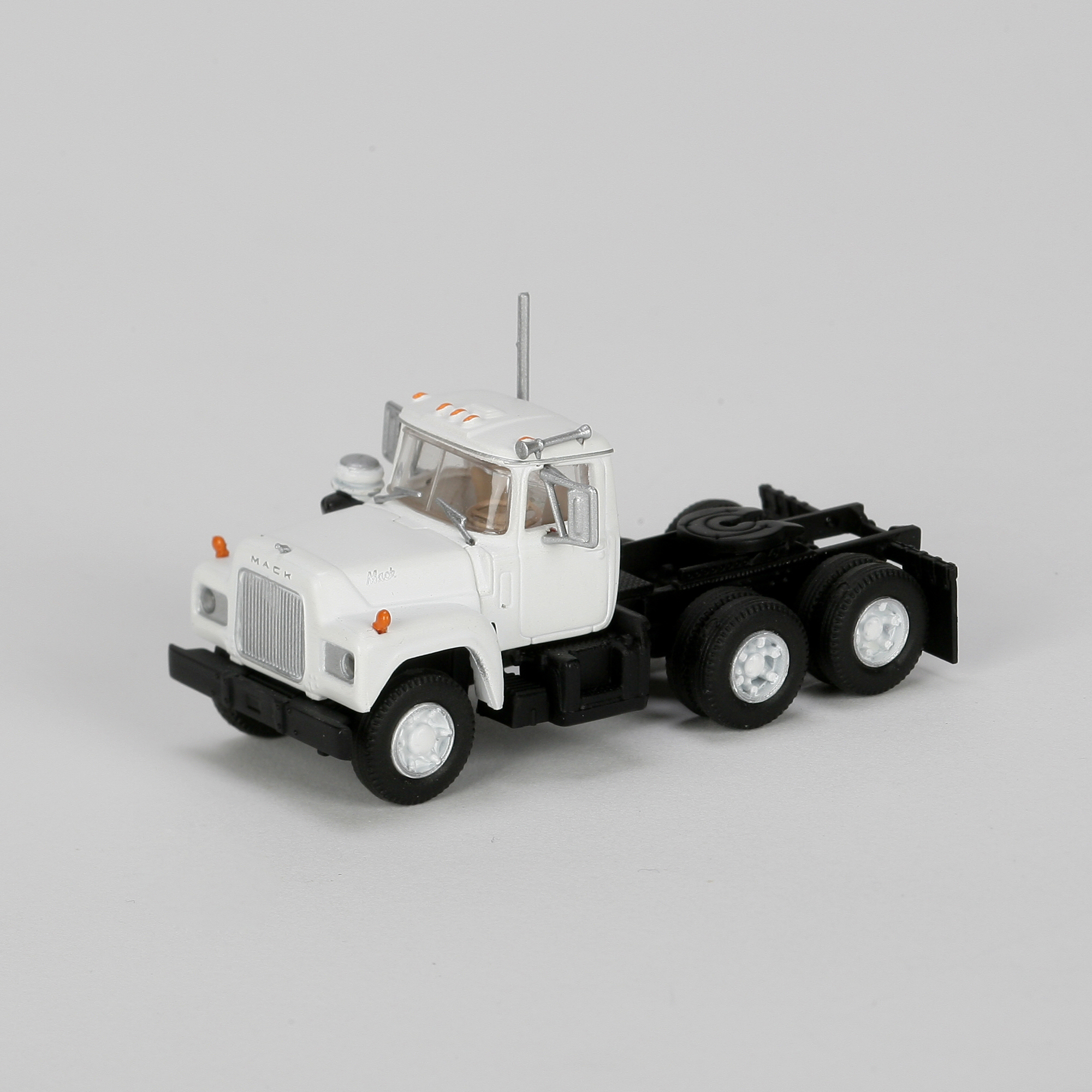 Athearn N Scale 3 Axle Tractor : Ho rtr mack r tractor w axle white ath athearn